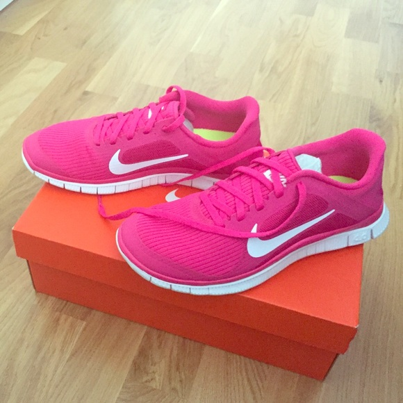 NIB Nike Free sneakers hot pink and white