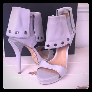 L.A.M.B. Quinlan Grey leather sandal