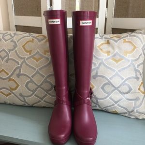 Hunter Wedge Boots in Burgundy