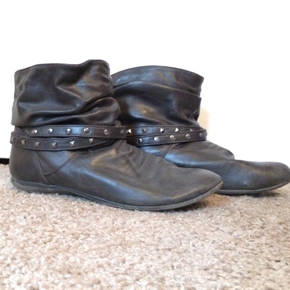 40 american eagle by payless shoes brown studded