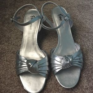 FIONI Clothing Shoes - Silver heels