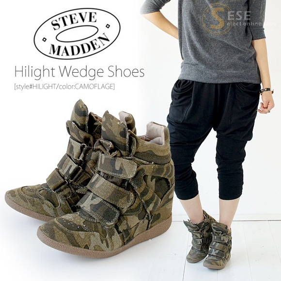 55f5d09fbf1 Steve Madden Hilight Camouflage Wedge Sneaker. M 56086a3db4188e656c00f4ca