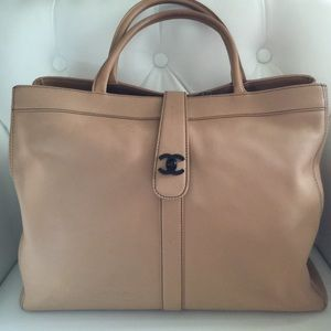 Gorgeous Chanel tote