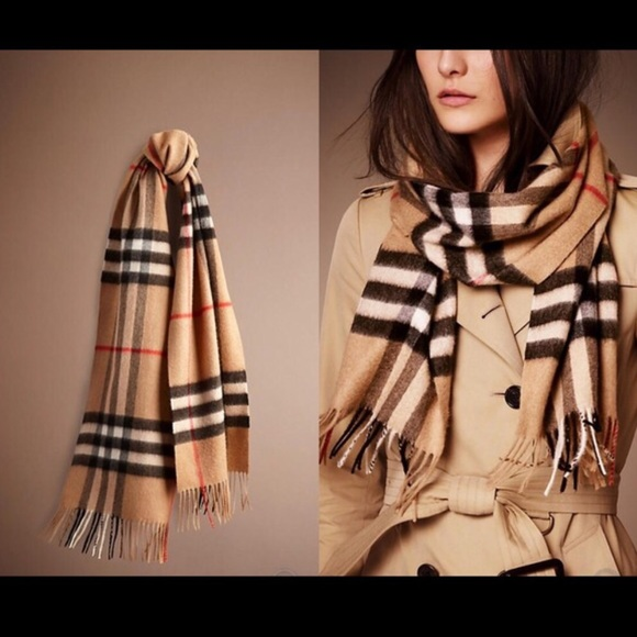a5a9f1198eef1 AUTHENTIC BURBERRY GIANT CHECK CASHMERE SCARF.