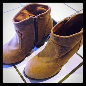 Shoedazzle Shoes - Shoedazzle Brown Taupe Suede Booties