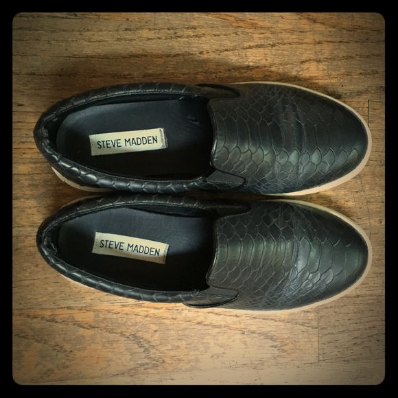111bfe8d2e2 Snake Skin Slip On Sneakers. M 560999a83c6f9f77ea002234
