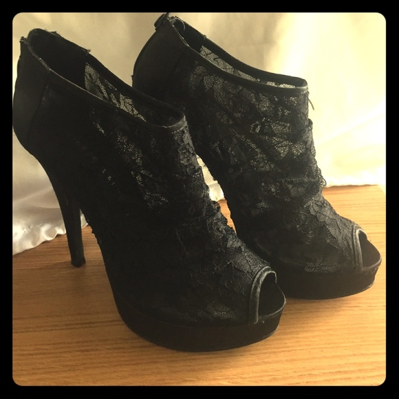 95c13ae3a0 Chinese Laundry Shoes - Chinese Laundry Black lace peep toe heels