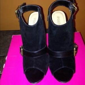 Peep toe black  suede shoe bootie size8.5.💗💗