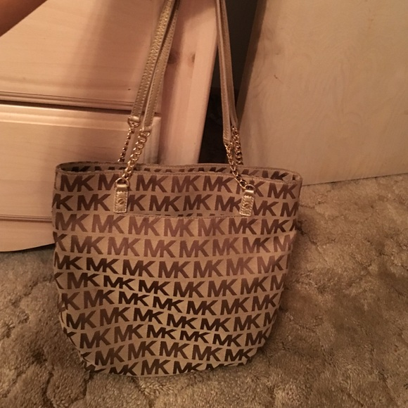 5afb8dae8f6ef7 Authentic Michael Kors tote with gold chain strap.  M_5609cefa291a35b52f0038bc