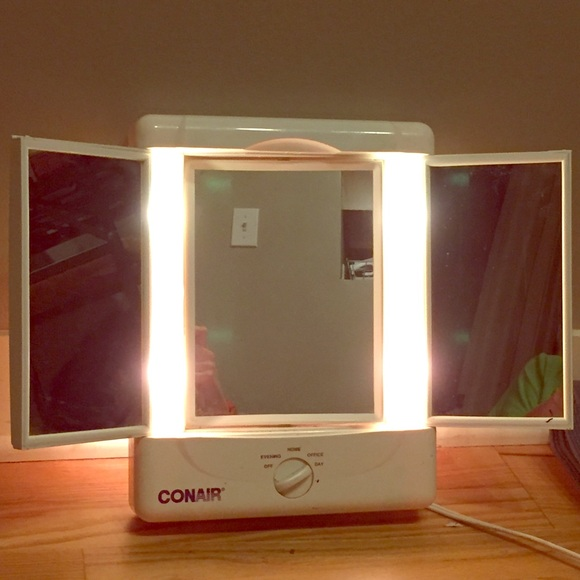 Conair makeup illumina 3 panel lighted mirror poshmark conair illumina 3 panel lighted makeup mirror mozeypictures Image collections