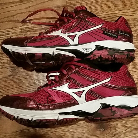 68% off mizuno Shoes - Mizuno shoes from Amber's closet on Poshmark