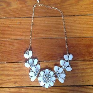 NWOT White Flower Statement Necklace