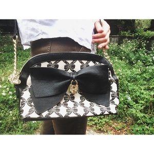  HP  Betsey Johnson Black & White Bow Bag