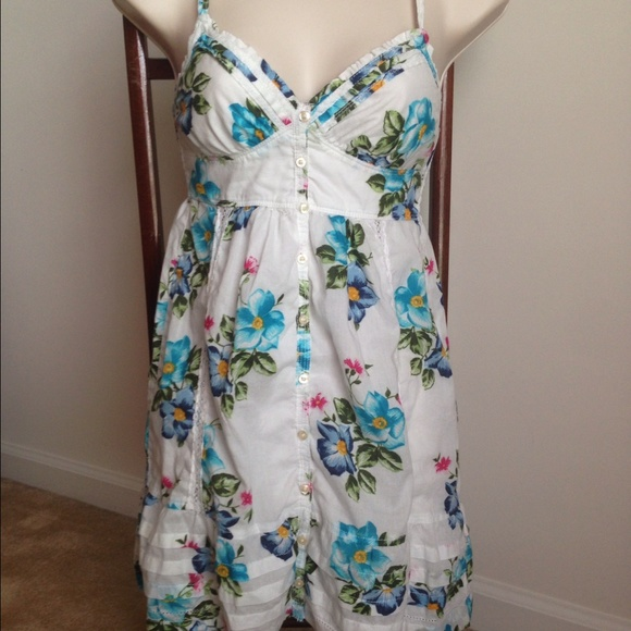 Hollister dresses white dress with blue pink flowers poshmark m562bc58f7eb29f0edc005d75 mightylinksfo