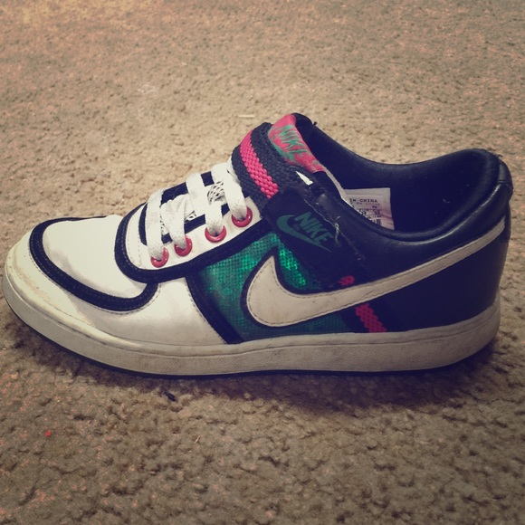 reputable site 3579d 0b0cf Nike Dunks low tops pink and green. M 560b10dc7fab3a7cb401efae