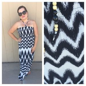 🆕LISTING Black/White Chevron Strapless Maxi