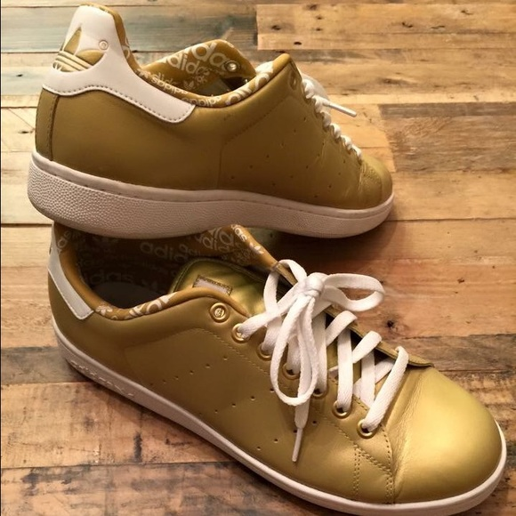 the latest 637a7 6e030 Size 11 Gold Adidas Stan Smith