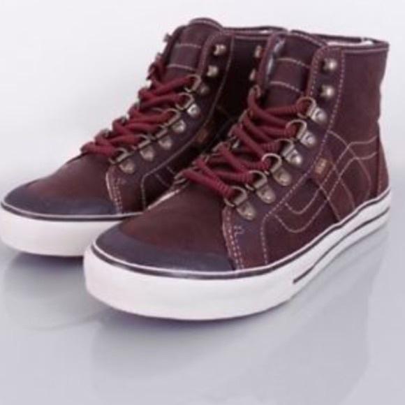f41eea0617 ISO Vans Wellesley Hiker Boots. M 560b1d482599fec18f003732