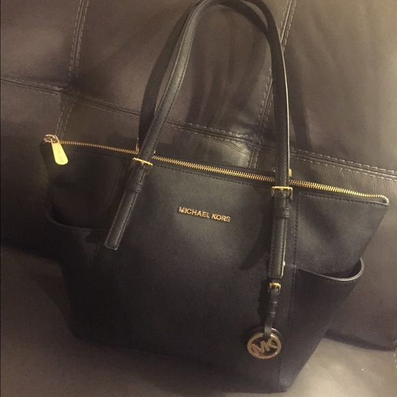 MICHAEL KORS JET SET TOP-ZIP SAFFIANO LEATHER TOTE