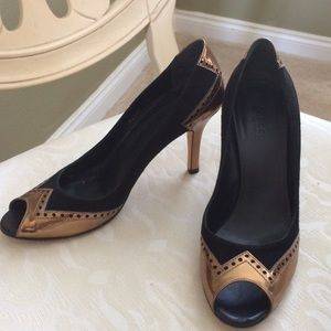 Gorgeous black and gold Gucci heels!