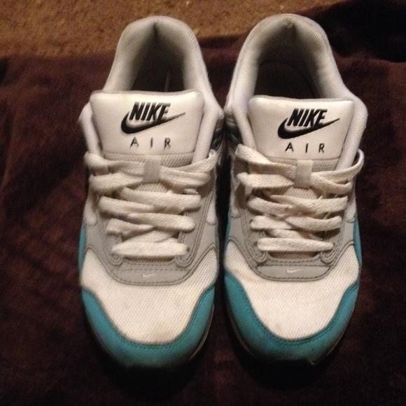 Blue/white/tan Nike max. To small 4 me