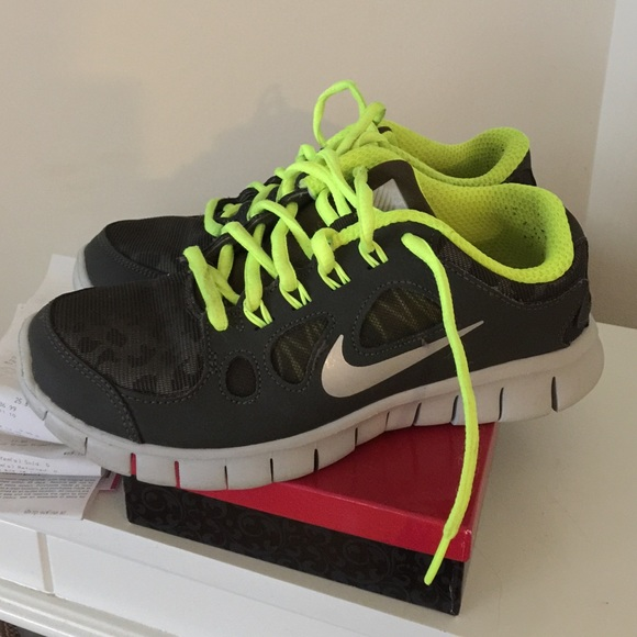 nike free green leopard shoes