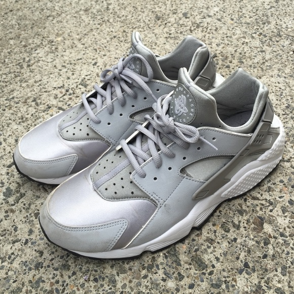 low priced 582be e2fb8 Nike Air Huaraches