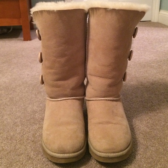 Ugg boots bailey button tall in sand