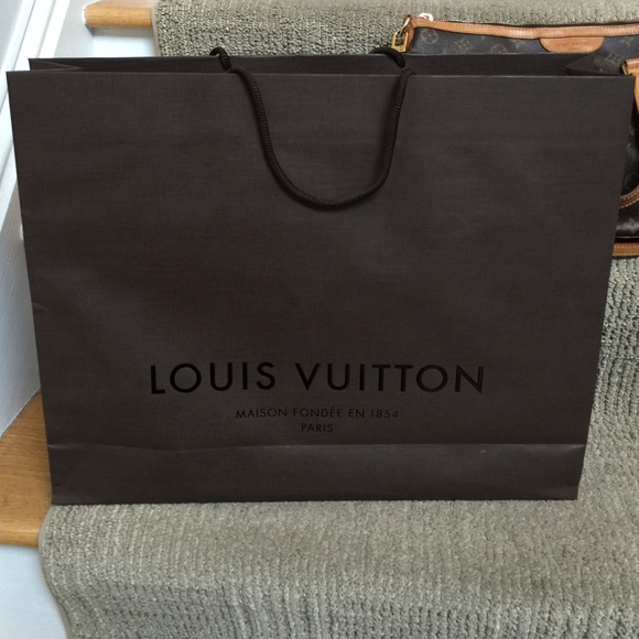 louis vuitton louis vuitton shopping bag only from d 39 s closet on poshmark. Black Bedroom Furniture Sets. Home Design Ideas
