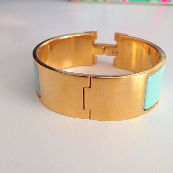 24 off hermes jewelry herm s clic clac bracelet in blue lagon size pm from alex 39 s closet on. Black Bedroom Furniture Sets. Home Design Ideas