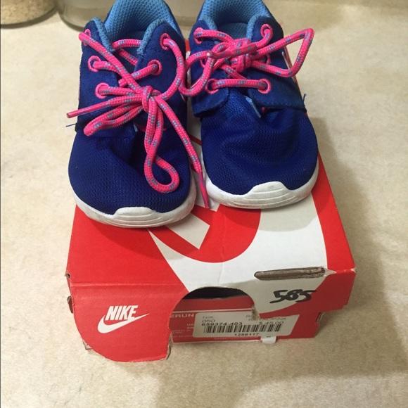 Nike toddler girl size 5 sneakers