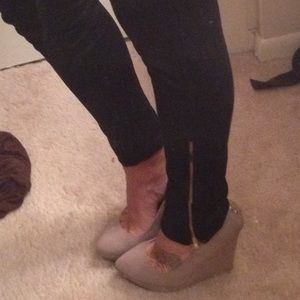 Pants - Black leggings with gold ankle zipper