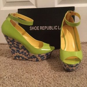 💕🌼 Green Edee Wedge Peep Toe Sandals 🌼💕