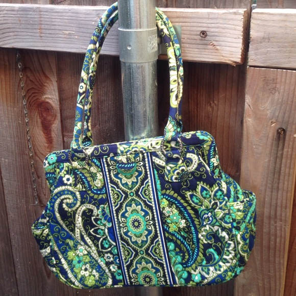 447848a44b5d Vera Bradley bag with magnetic closure. M 560f50c8f739bc8e630059a4. Other  Bags ...