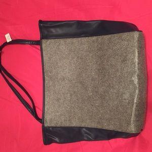 Handbags - Simple designing make it useful and vintage.