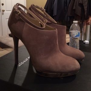 Price reduction! Brian Atwood grey pumps