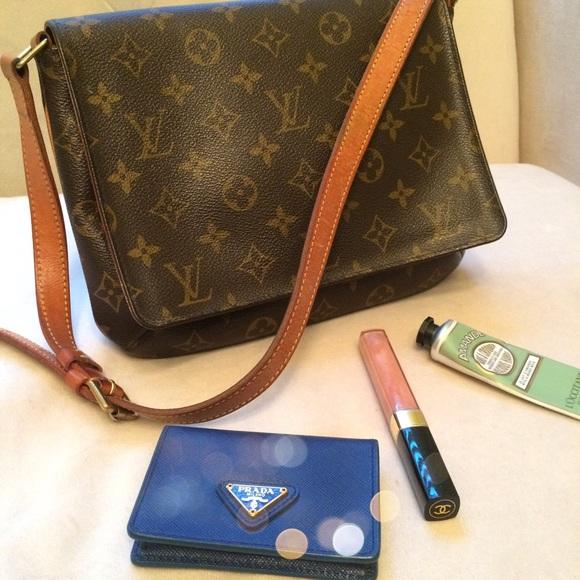 55639629857c Louis Vuitton Handbags - Louis Vuitton Musette Tango Purse