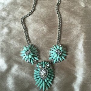 Natasha NWOT statement necklace
