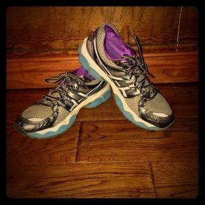 Oasics size 8 women's tennis shoes