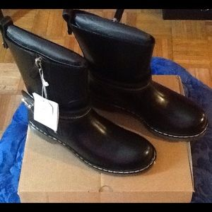 Zara Shoes - Zara Leather Bootie with Sole Detail size 6 1/2!