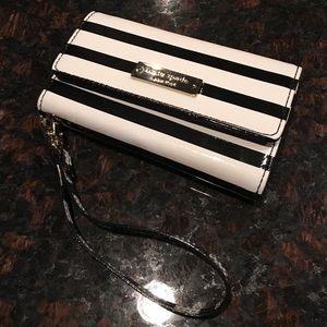 kate spade Handbags - Kate Spade iPhone 5/5s wristlet