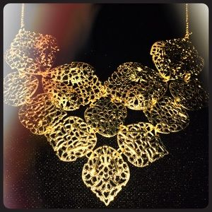 Jewelry - Gold colored Leaf necklace