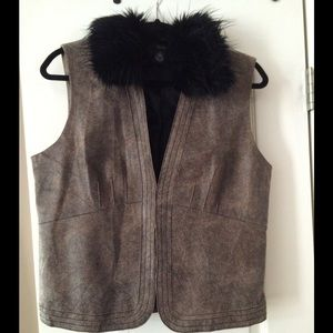 Que Jackets & Blazers - Leather vest