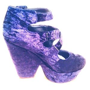 CRUSHED VELVET BLUE MISGUIDED HEELS