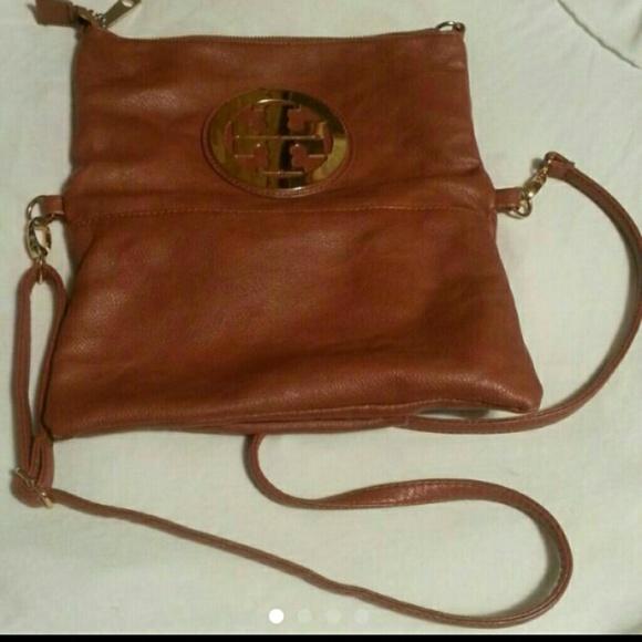 ca10255db6c Tory Burch crossbody purse. M 56109e8e44adbae2b400f19e