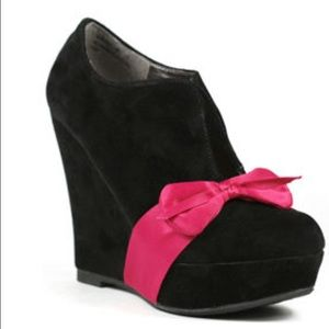 *SALE* Bamboo Babydoll Bow Round Toe Wedge Bootie
