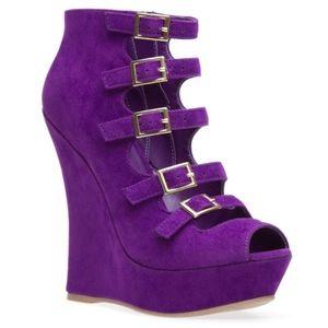 *SALE* Shoe Dazzle babe eggplant wedge size 7