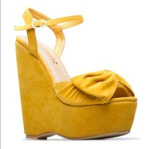 *SALE ShoeDazzle Gabi Mustard Suede Wedges Sz 7.5