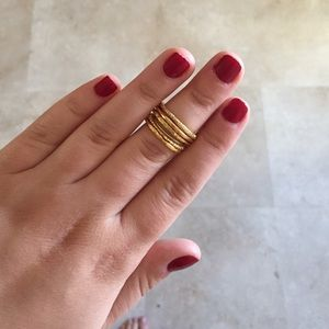 Jewelry - Set of 5 gold stacked rings