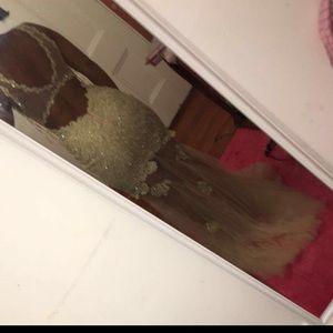Faviana Dresses & Skirts - FAVIANA DRESS FOR SALE